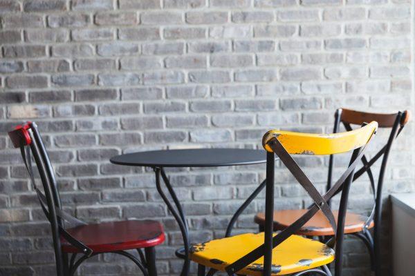 žuta stolica